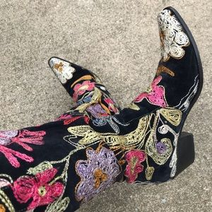 Western Tapestry Boots size 9